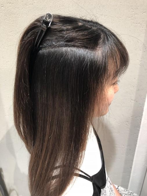 波状毛を縮毛矯正で伸ばした仕上がり