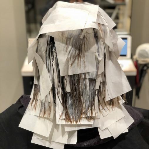 縮毛矯正のお薬の塗り終わり